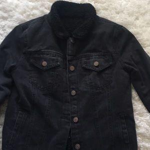 Black jean jacket wit fur inside